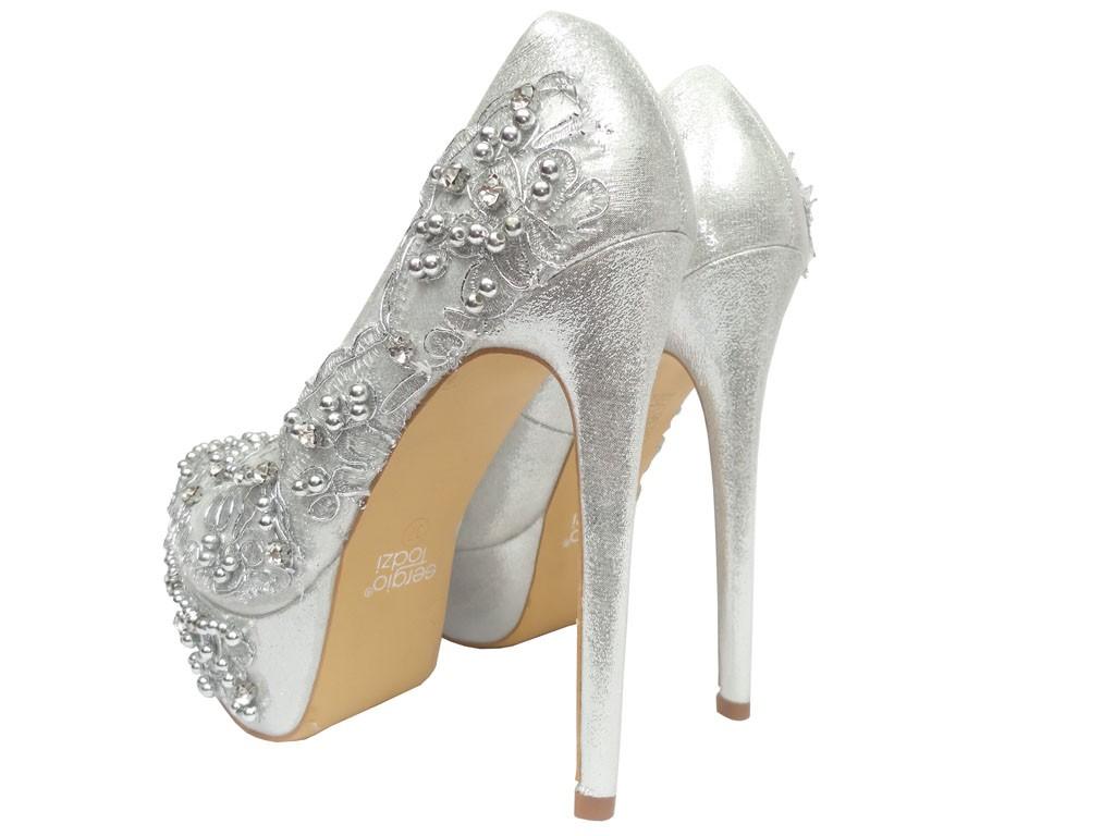 4a21a4d395dad Piękne buty na obcasie z piękną koronką przeplataną cekinami