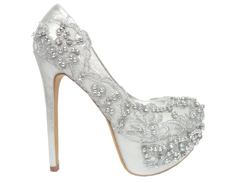 3aa95dc36abaf Piękne buty na obcasie z piękną koronką przeplataną cekinami