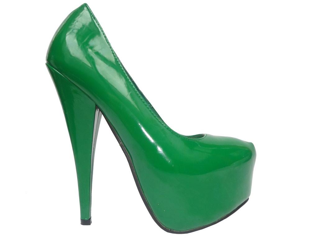Grüne Stilettos auf dem Plattformlack Öko-Leder - 1