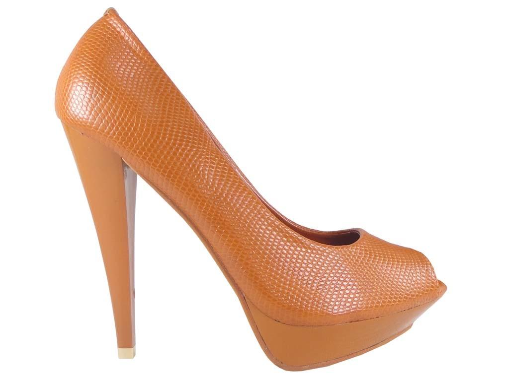 High Heels Damenschuhe auf einer braunen Kamelplattform - 1