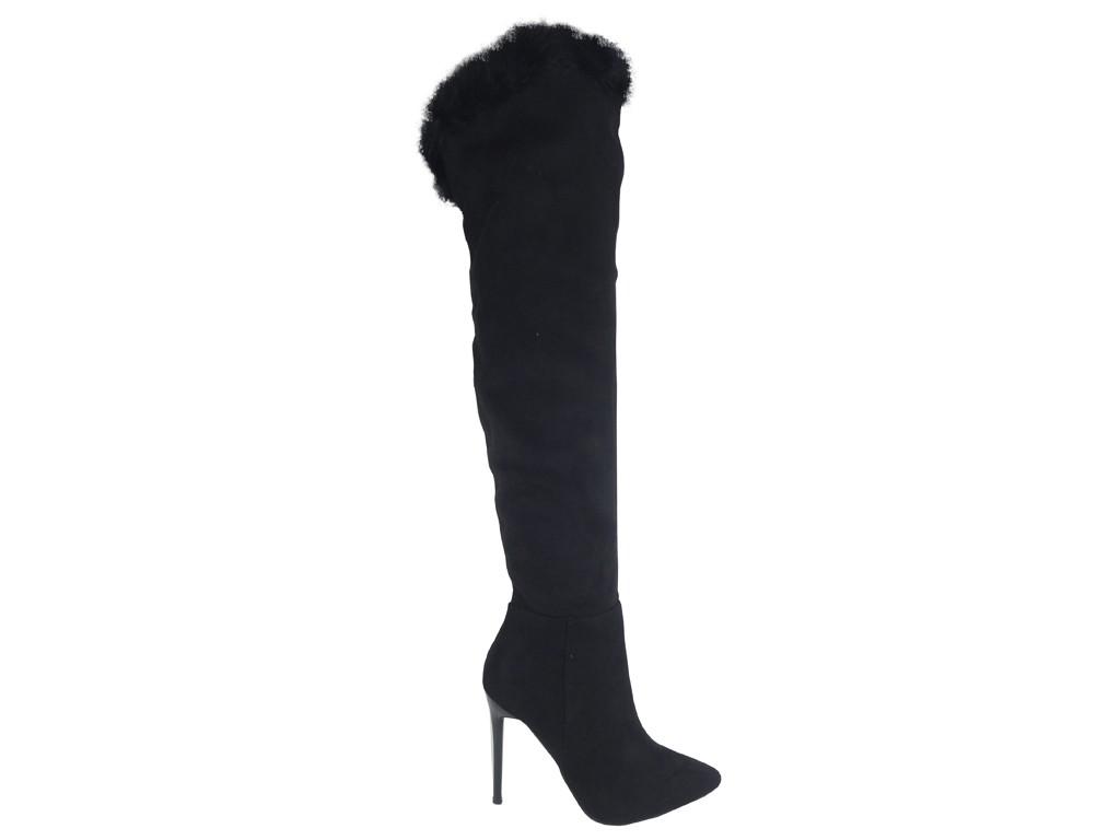 Schwarze Stiefel mit kniehohen Absätzen und Fell - 1