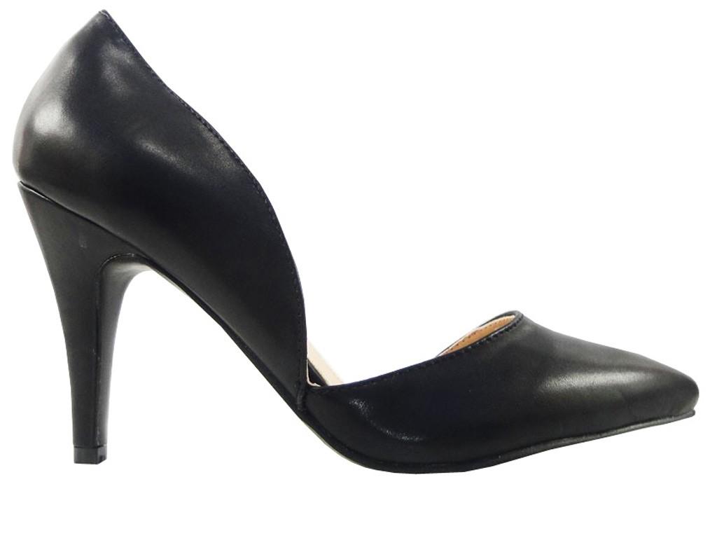 Schwarze asymmetrische Spike Low Heels - 1