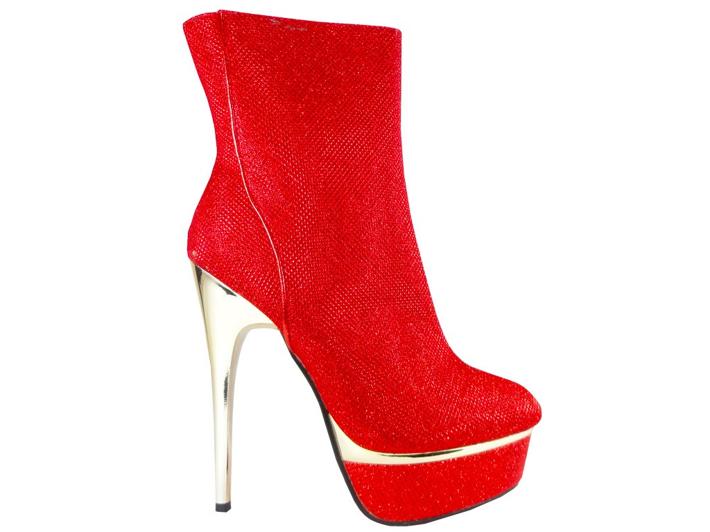 czerwone botki na platformie