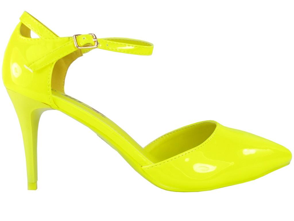 d048610c Neonowe szpilki damskie na niskim obcasie w kolorze zółtym