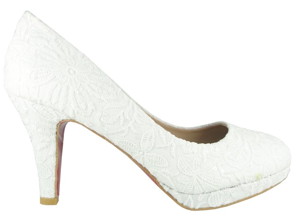 Niedrige Hochzeitsschuhe aus weißer Spitze - 1