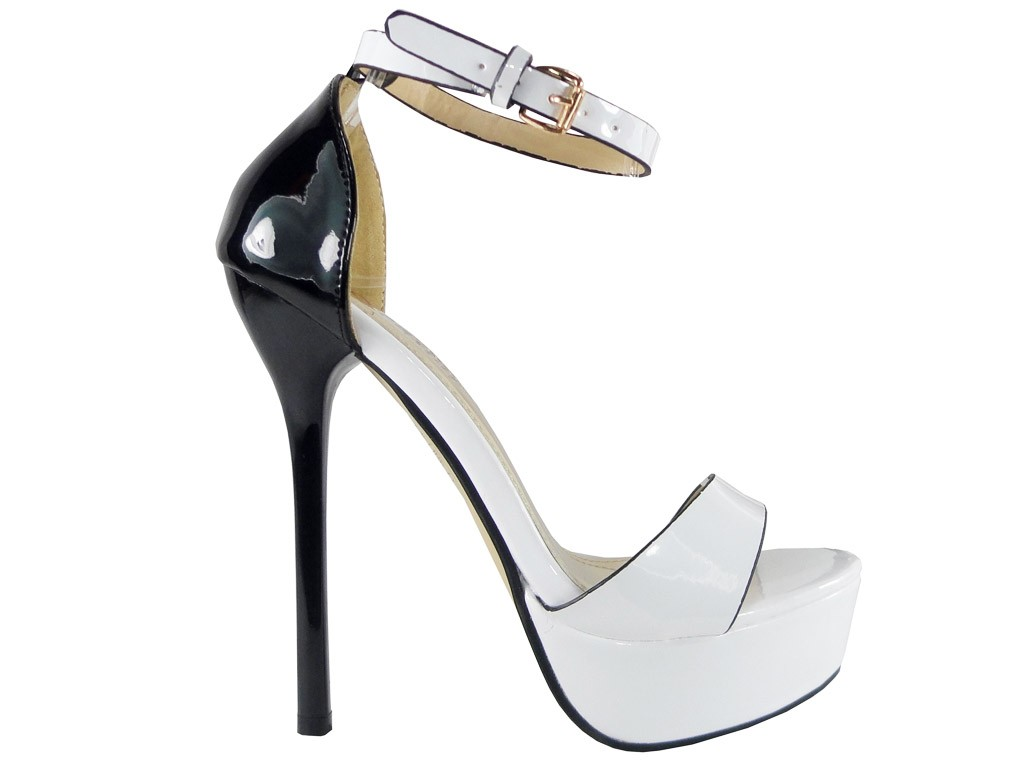 OUTLET WHITE SANDALS PINS AUF EINER PLATTFORM - 1