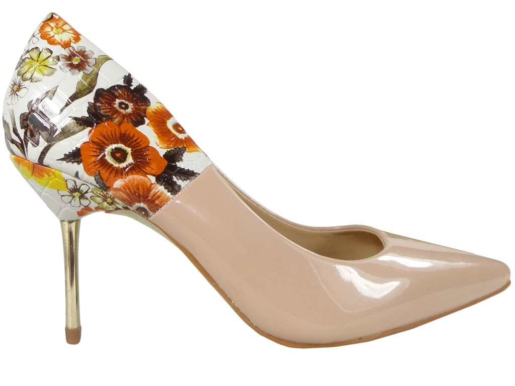Pins beige boots with a flower on the heel - 1