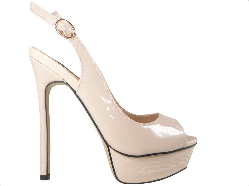Beigefarbene High Heels Sandalen mit Schraubstock - 1