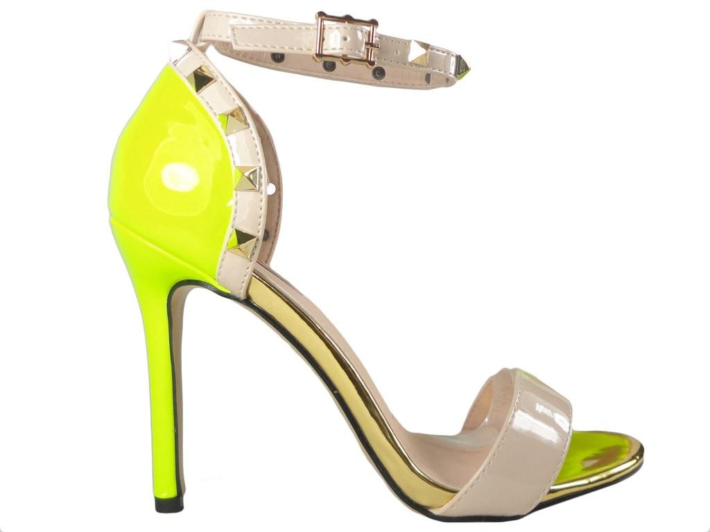 Gelbe Sandalen für Damen mit Riemen - 1