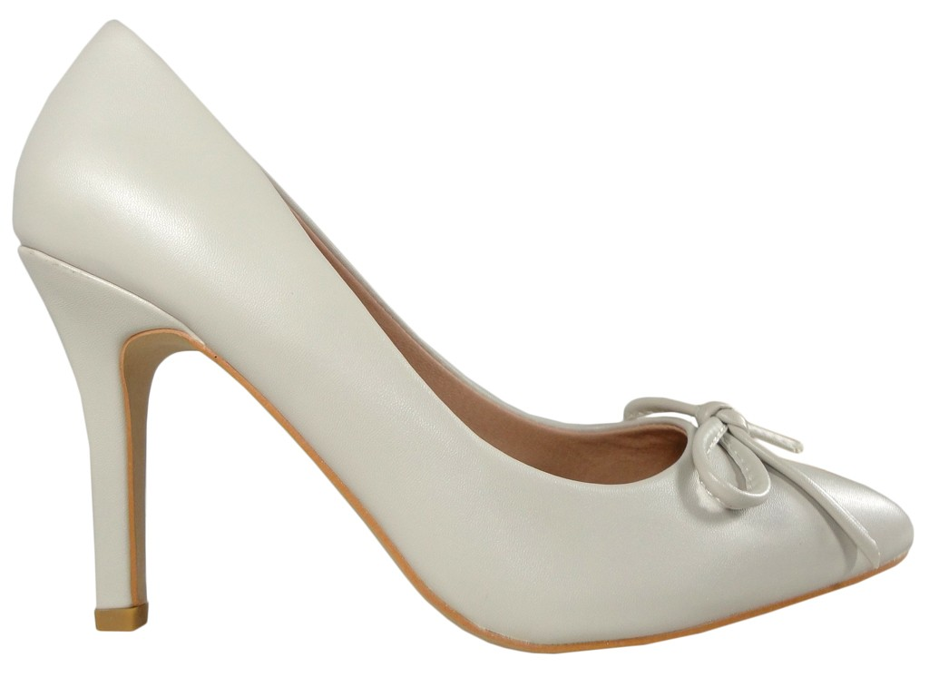 Pins beige light beige shuttles with bow - 1