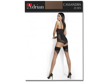 Adrian hält Strümpfe mit Cassandra-Naht hoch - 1