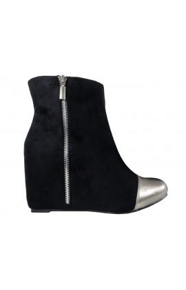 Zamszowe czarne botki na koturnie buty