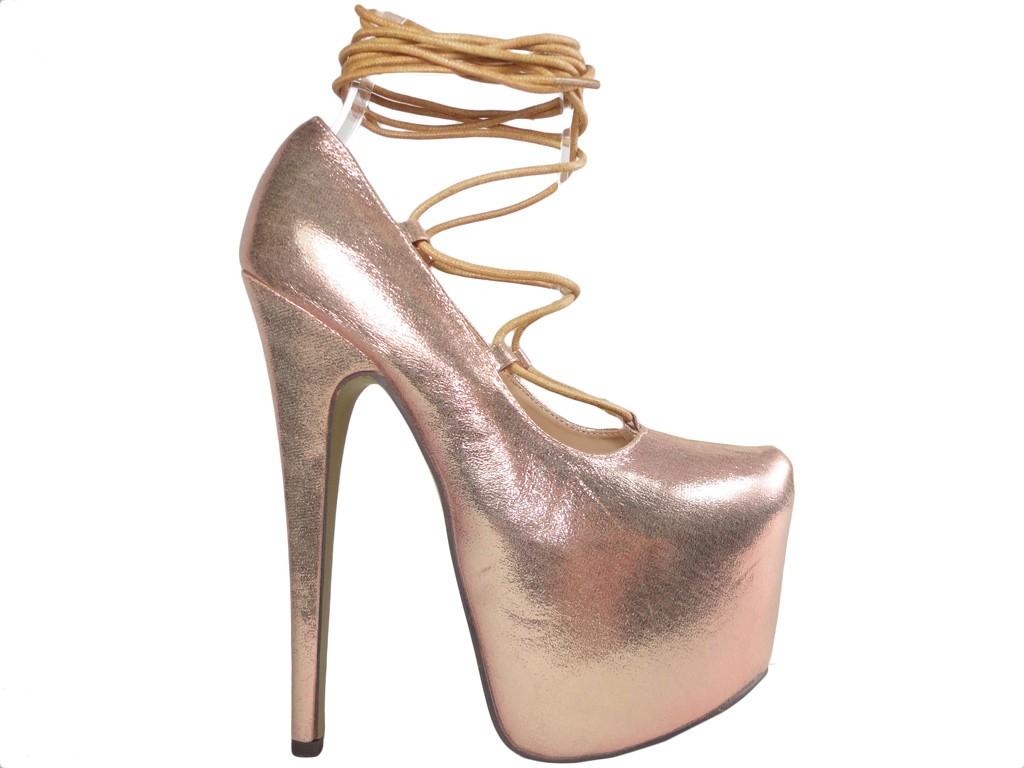 Gold gebundene High Heels auf einer High Heels Plattform - 1