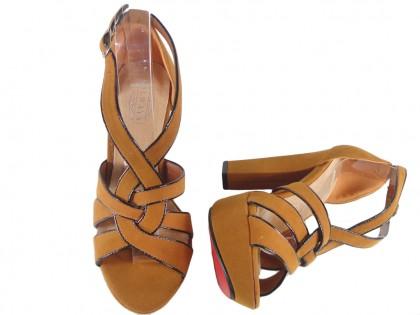 Beżowe sandały z takininy