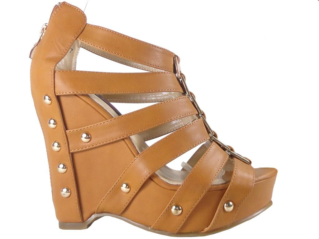 Beige Sandalen mit Keilriemen - 1