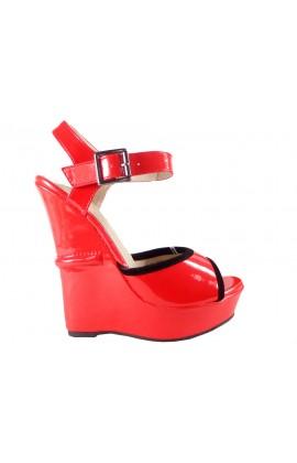 Czerwone sandały na koturnie z paskiem w kostce