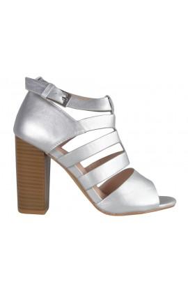 Matowe srebrne sandały na słupku