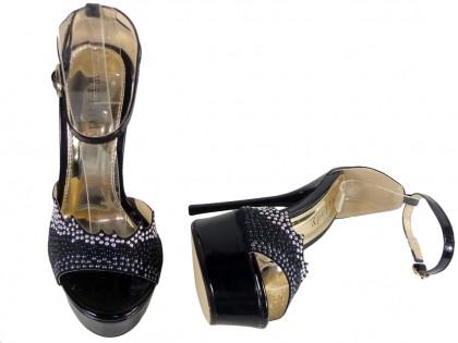 Czarne sandały z paskiem