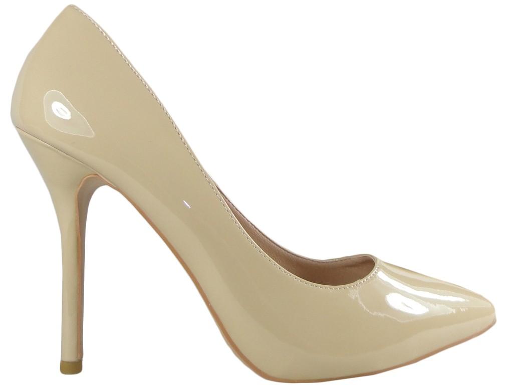 Klassische beige High Heels aus Lackleder - 1