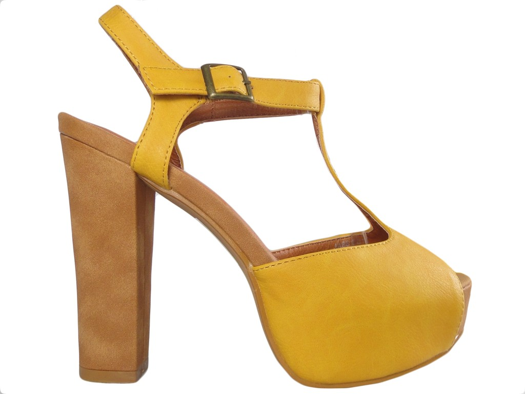 Yellow suede sandals on the platform of the heeled shoes - 1
