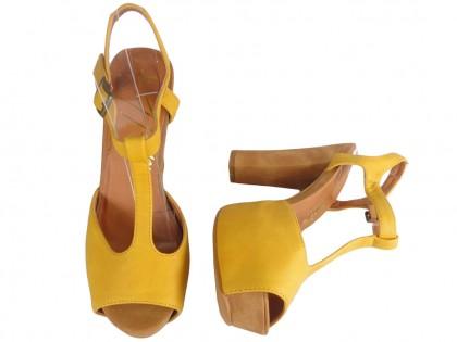 Zółte sandały
