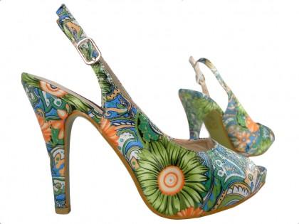 Kolorowe sandałki na szpilce i platformie buty w kwiaty