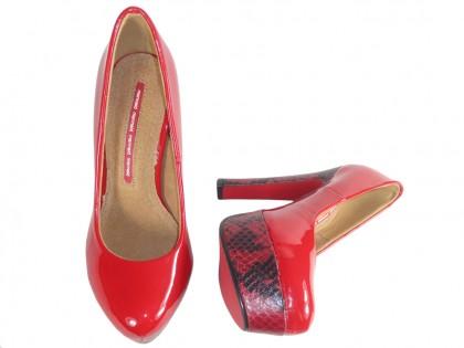 Czerwone szpilki na platformie buty na słupku