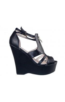 Czarne matowe sandały damskie na koturnie