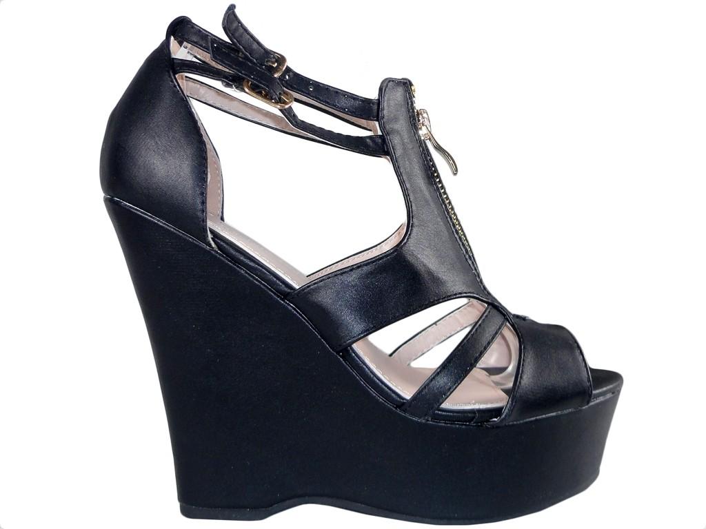 e068d9ebe6cad0 Czarne matowe sandały damskie na koturnie - KOKIETKI