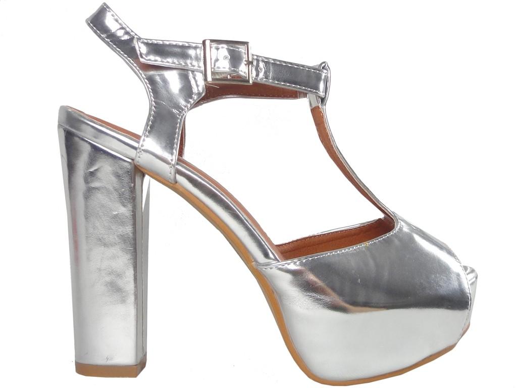 Sandały na słupku lustrzane w kolorze srebrnym