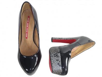 Czarne szpilki na platformie buty na słupku