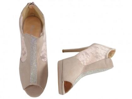Beżowe sandały damskie na szpilce z cyrkoniami