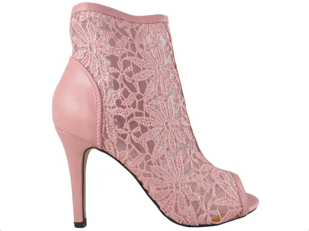Różowe sandały ażurowe botki z haftem do kostki