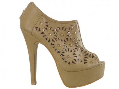 Beżowe ażurowe sandały damskie zabudowane - 1