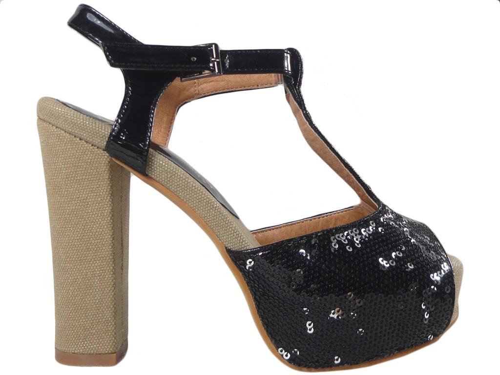 Schwarze Sandalen auf einer Plattform und einem Block mit Pailletten - 1