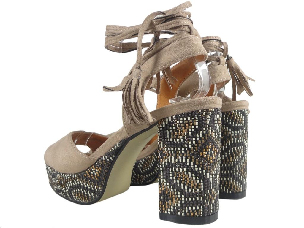 139c3ee7 Beżowe sandały damskie na słupku w stylu Boho - KOKIETKI