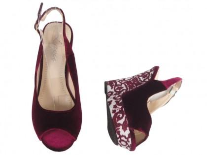Burgundy women's sandals on the hook - 2