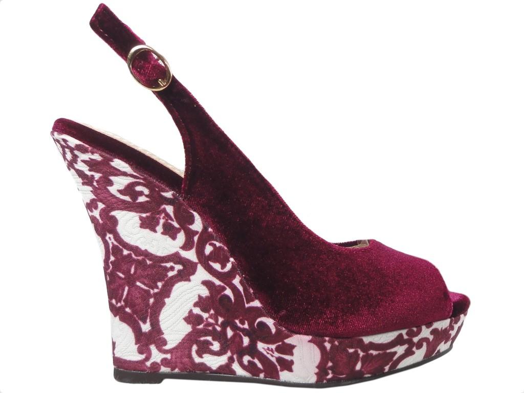 Burgunder Damen Sandalen auf einem Keil - 1