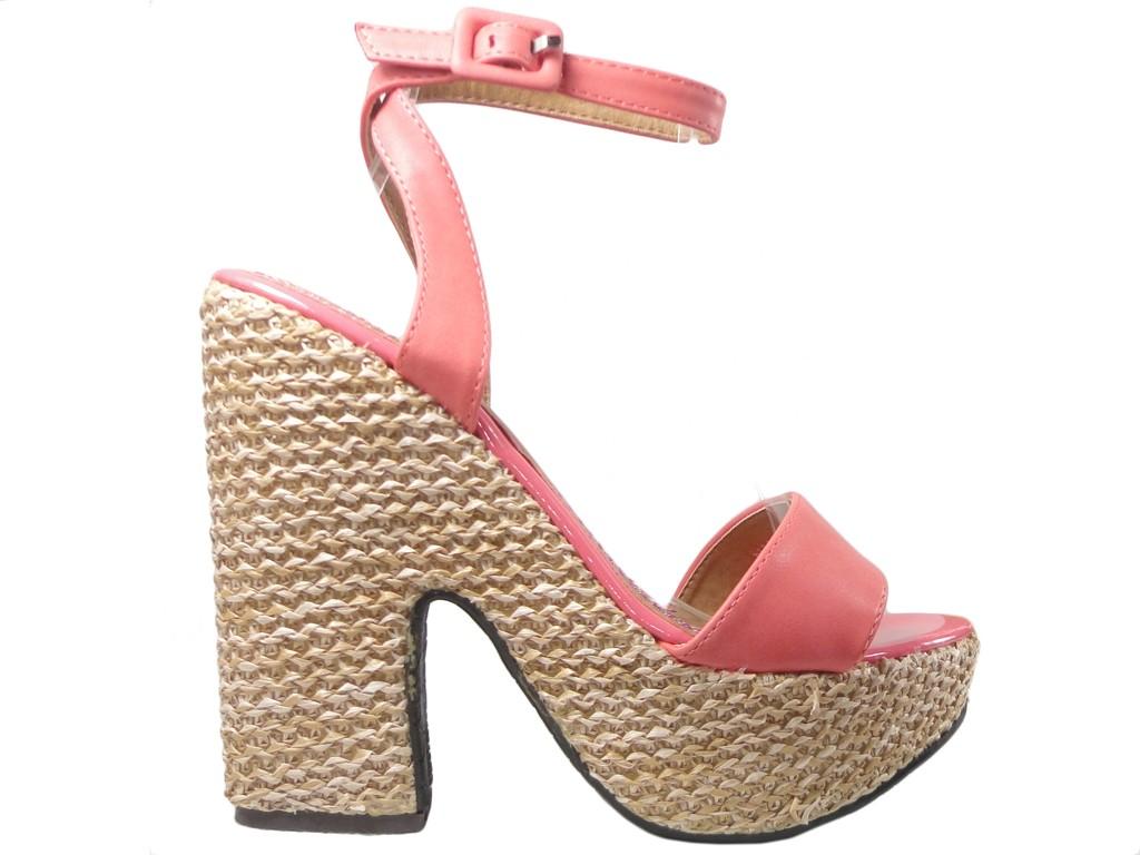 Koralowe sandały na platformie buty z paskiem