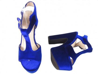 Granatowe sandały na platformie słupek buty