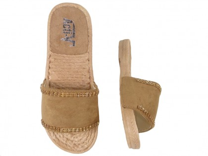 Brązowe camel klapki z cyrkoniami płaskie buty