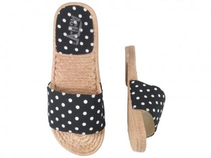 Czarne klapki w kropki damskie płaskie buty