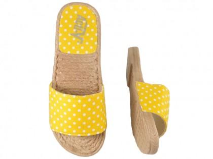 Żółte klapki w kropki damskie płaskie buty
