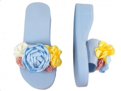 Błękitne niebieskie klapki na koturnie