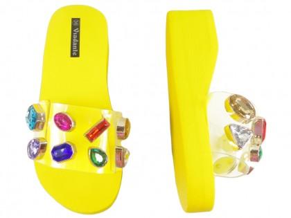 Żółte klapki na koturnie z przezroczystym paskiem