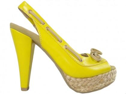 Sárga platformos szandál, magas sarkú cipővel - 1