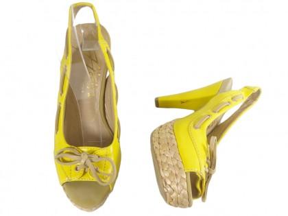 Sárga platformos szandál, magas sarkú cipővel - 2