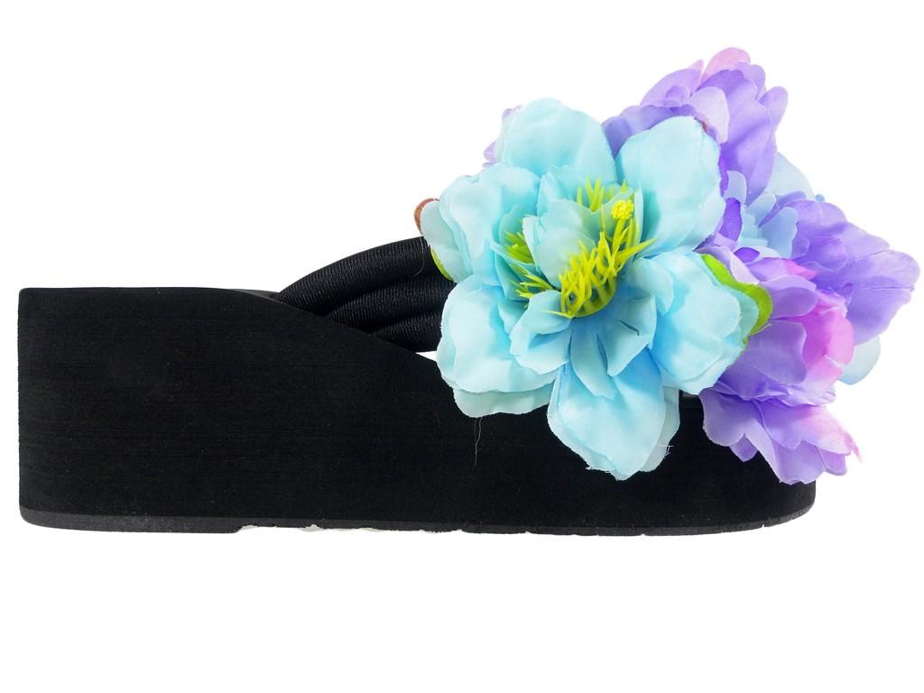 Black flip-flops on the flip-flops anchorages - 1