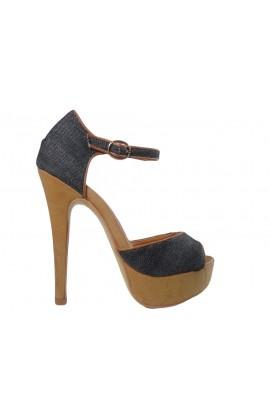 Czarne sandały na szpilce i platformie z paskiem