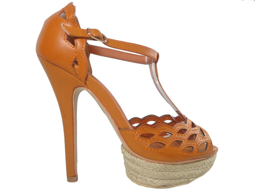 Brązowe sandały na szpilce buty na platformie